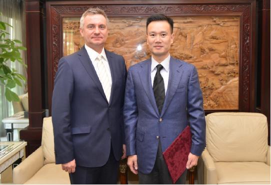 中国华信董事局主席叶简明任捷克总统经济顾问