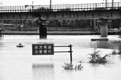 京港澳高速积水路段达1公里 3名遇难者被发现