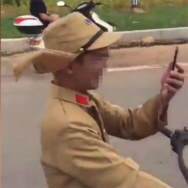 穿日本军装当街作秀,莫拿无知当有趣