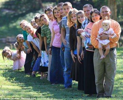 美国夫妇连生18个儿女 自家建起幼儿园(图)