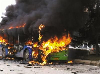 贵阳公交车起火6死35伤 目击者称火势瞬间变大