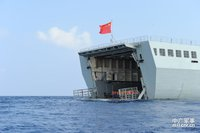 高清图:海军陆战队女兵登大舰赴南海训练
