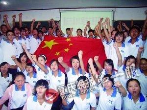 """重庆纪念""""九一八"""" 千余市民高唱大刀进行曲"""