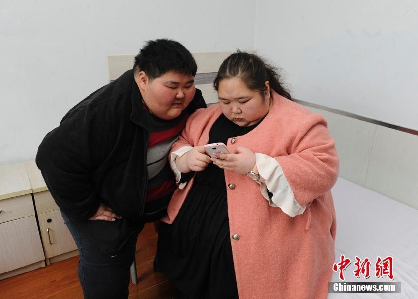 衣食住行都由网购解决.-四川 85 后巨胖夫妻减肥 梦想做父母