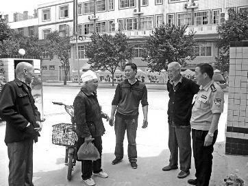 老妇寻亲弄不清住址 民警排查40余同名人找寻