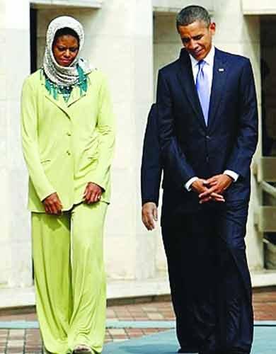 奥巴马访印尼玩另类外交 访清真寺脱鞋戴头巾