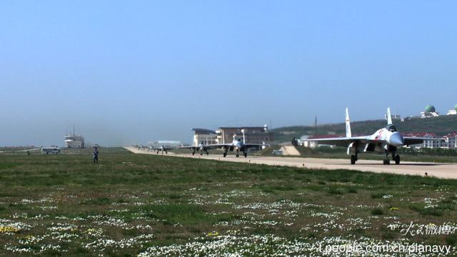 美称中国至少正造2艘航母 歼15联队明年或启用 - 海阔山遥 - .