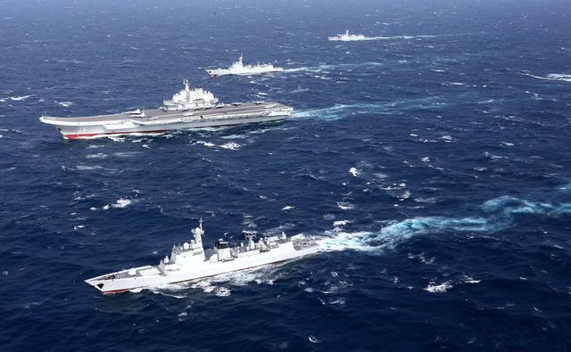 台全程紧盯辽宁舰过海峡 蔡英文连打电话询问情况