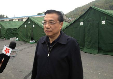 李克强清晨在帐篷外接受采访声音沙哑:救人第一