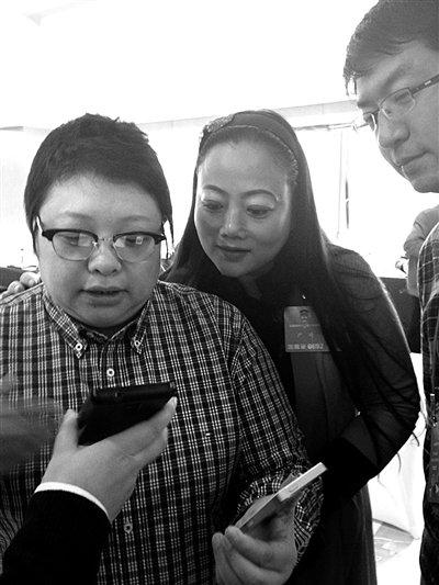 韩红游说同界别委员筹建微信群为留守儿童捐款