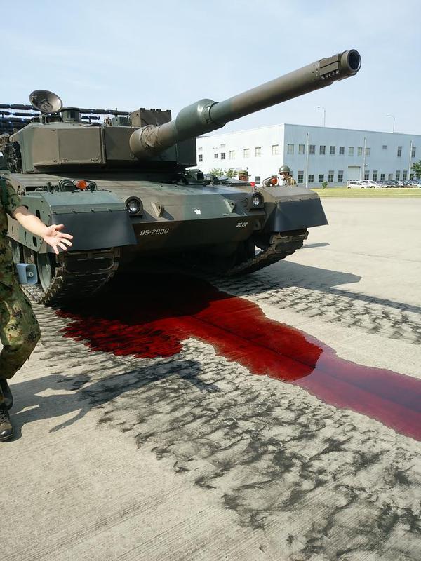 组图:日本坦克在军营开放日当众大出血