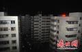 海口市民受台风影响停水停电 驻扎酒店大厅蹭电