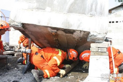 救灾工兵称云南地震倒塌房屋未达最低抗震标准