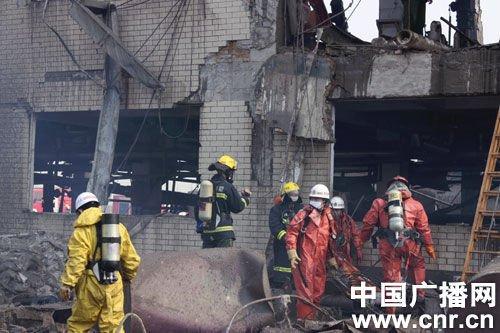搜救人员正在进行检查和搜救(中广网记者孟晓光 摄)