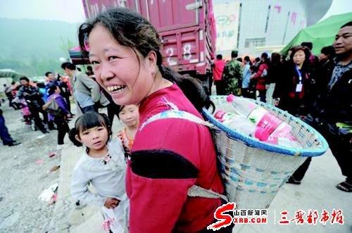 雅安地震:賑災 生命孤島不孤單(圖)
