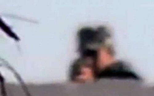 埃及摄影师看见枪口指向自己录下被杀瞬间(图)