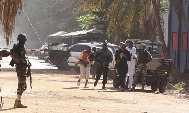 马里恐袭细节:7人持AK47步枪冲入酒店扫射