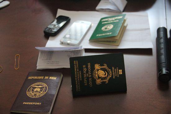 非洲小伙持3张护照违法办理信用卡 套现被判1年