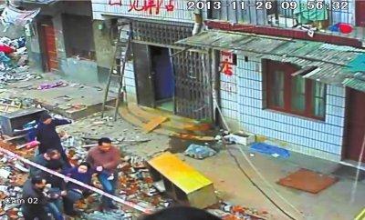 长沙居民称自家遭强拆 妻子遭社区书记扒衣裤