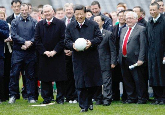 习近平访爱尔兰体育运动协会 现场一展身手