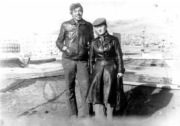 ▲徐洪慈夫妇,1980年摄于蒙古国后杭盖省策策尔格勒。