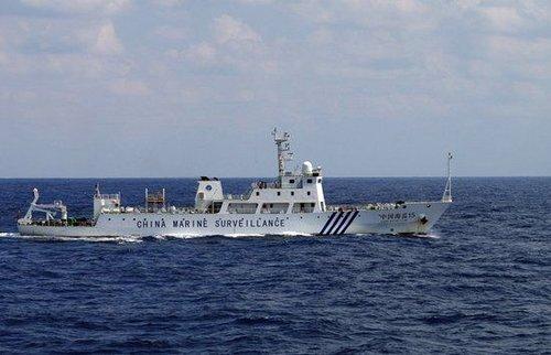 海监15船护航蛟龙号 一有船只干扰立即驱离