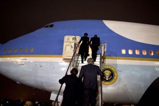 奥巴马专机空军一号出现故障 临时改乘备用飞机