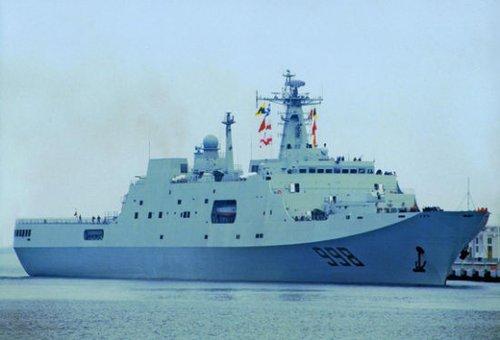 """南海舰队""""昆仑山""""号登陆舰参与立体登陆演练"""