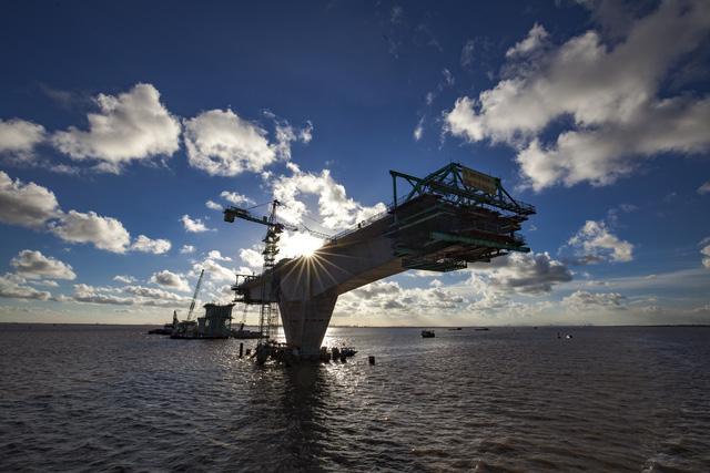 耗资40亿 越南最长跨海大桥未建成已下沉