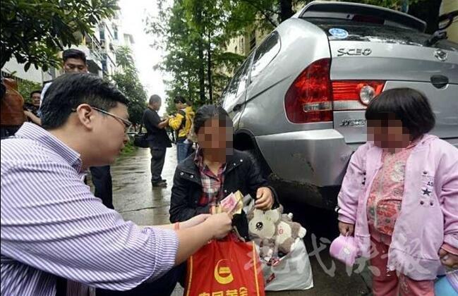 最心酸的儿童节礼物 她偷了个鸡腿给生病的女儿 - 海阔山遥 - .