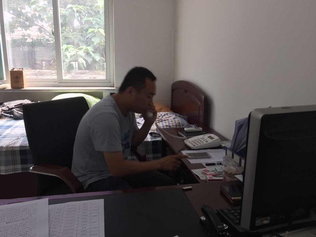 自己是市委组织部办公室副主任图片