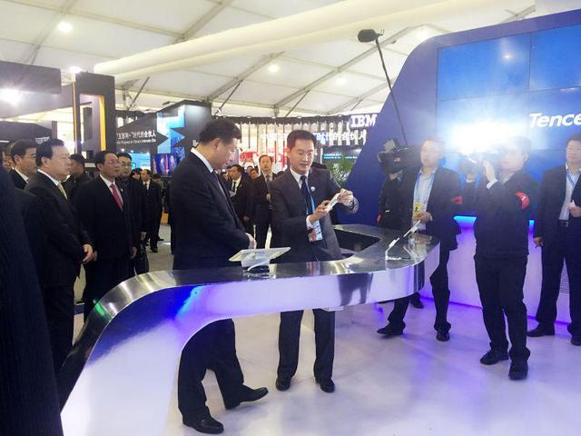 习近平出席互联网大会 参观互联网公司展台