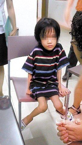 七岁女童被继母关阳台 不堪饥饿跳楼觅食(图)
