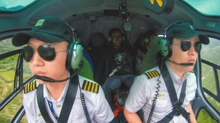 """90后飞行员强降震区""""孤岛"""":山沟狂风吹得飞机直晃"""