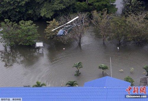 组图:泰国遭遇严重水灾 洪水淹没汽车制造厂