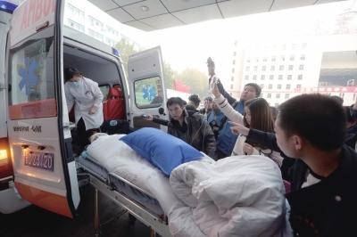 山西医生上班昏迷 四地交警开路急送医生进京