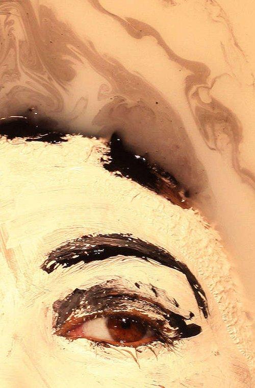 人体艺术有那些网站_令人惊叹 牛奶融合的人体艺术(组图)