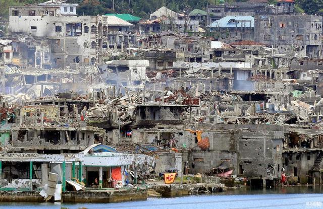 杜特尔特访日,安倍承诺支援菲律宾重建马拉维
