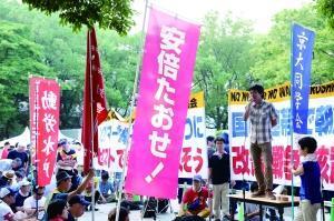 安倍出席广岛核爆纪念仪式遇抗议 被指欺骗国民