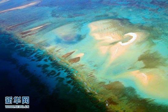 图为西沙永乐环礁上的沙洲。