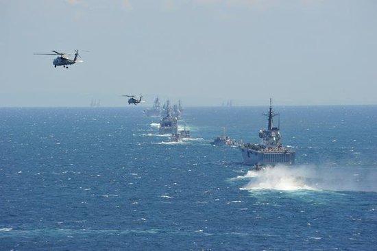 日自卫队举行大规模阅舰式 野田用二战语言训话