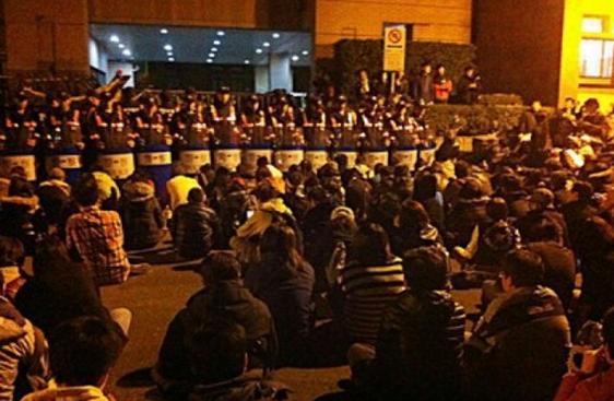 """台湾反服贸攻进""""行政院"""" 消息称2500名警力应对"""