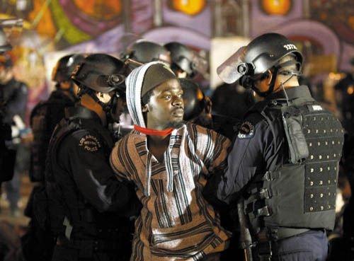 """美国凌晨清场""""占领洛杉矶""""营地 200人被捕"""