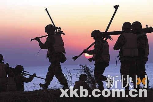 解放军年终上演大规模军演 展示军队震慑力(图)