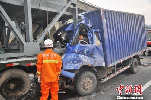 浙江金丽温高速两货车追尾致3死1伤(图)