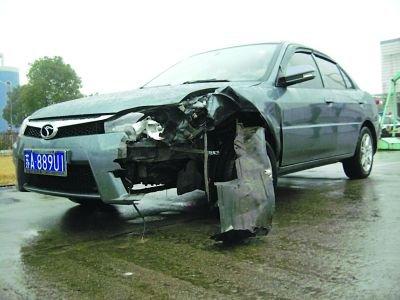 男子驾车撞坏1200万劳斯莱斯 面临巨额赔偿(图)