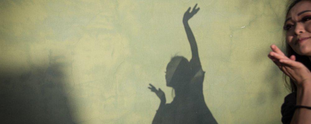 聋哑女孩地震时被母亲推出鬼门关 如今在舞蹈中重生