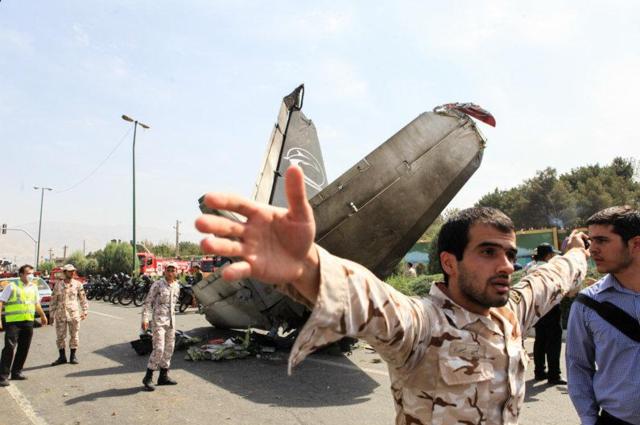 伊朗客机在德黑兰附近坠毁 48人遇难