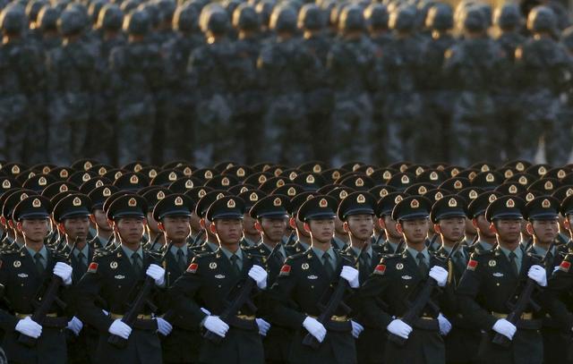 """美媒称解放军是""""纸老虎"""",但值得学习"""