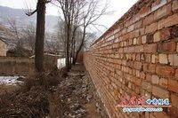"""甘肃贫困县建""""遮羞墙"""" 称为美化环境(组图) - 南河北岸 - 南河北岸"""